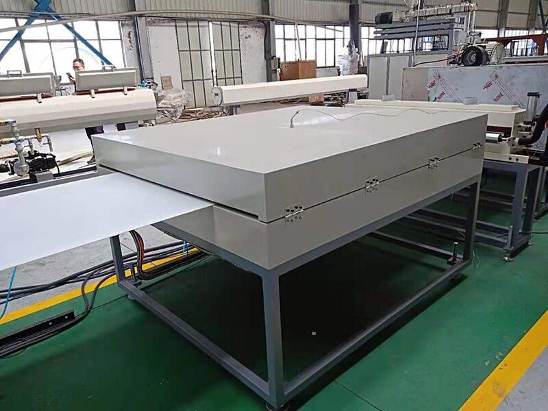 pp hollow sheet heat straightening machine