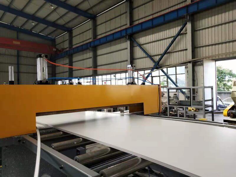 board or sheet cutting machine